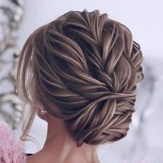 Pin by Alexis Cheek on Alyson's wedding in 2018 Pin by Grace Ho on hair for graduation in 2018 Loose Hairstyles, Party Hairstyles, Bride Hairstyles, Formal Hairstyles, Wedding Hair And Makeup, Bridal Hair, Hair Makeup, Wedding Updo, Coiffure Hair