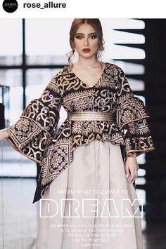 Iranian Women Fashion, Arab Fashion, Pakistani Dress Design, Pakistani Dresses, Royal Dresses, Nice Dresses, Afghan Dresses, Classic Wedding Dress, Caftan Dress