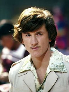 """Sean Penn in """"The Falcon and the Snowman"""". I remember when this movie came out people were astounded that this was """"Jeff Spicoli"""". Sean Penn Young, Famous Celebrities, Celebs, Boys On Film, Movies Coming Out, Love Movie, Hollywood Actor, Rare Photos, Old Movies"""