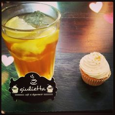 Té frío y cupcake en Giulietta Café. www.giulietta.cat