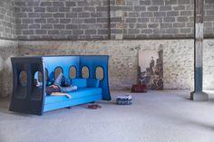 Диван с иллюминаторами от дизайнера Marc Venot  Диван «Elevate Seating», спроектированный французским дизайнером Марком Венотом, выполнен из небольшого куска панели самолета с иллюминаторами. Данную концепцию можно развивать в любом направлении, сделав кресло на одного человека или даже длинный ряд сидений для оформления зала ожидания в аэропорту. #новаяколлекция #красиваямебель #уютныйдом #дом #квартира #дизайнерскиерешения #текстиль #ткани #товармесяца #мерныйлоскут #тканиоптом…
