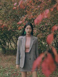 Girl Trends, Windy Day, Instagram Girls, Rapper, Ideias Fashion, Idol, Korean, Actresses, Blazer