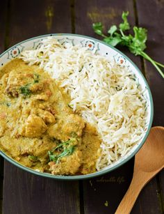 Chicken Kuruma is an authentic Kerala style chicken curry made with spicy Coconut Sauce.| www.nimmiafzal.com