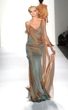 25 + ›Venexiana spring 2012 I love the combination of bronze and turquoise. Venexiana spring 2012 I love the combination of bronze and turquoise. Fashion Moda, Look Fashion, Runway Fashion, High Fashion, Womens Fashion, Classy Fashion, Vogue Fashion, Spring Fashion, Fashion Tips