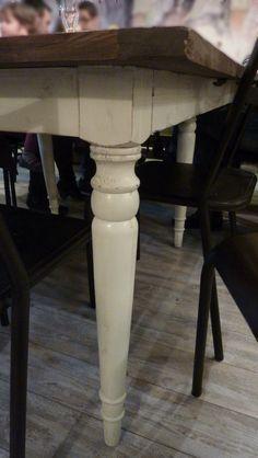 siempre me han gustado las patas de las mesas de madera