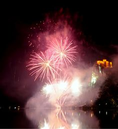Amazing fireworks above Lake Bled. You can see Bled Castle on the right upper corner. Amazing view.  #Bled #BledCastle #BledLake #FireworksInBled #christmas #HolidaysInBled