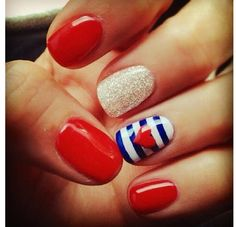 Springpad: 4th of July nails :)