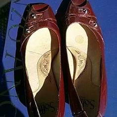 Soft dark red heels size 8 patent leather heels Sofft Shoes Heels