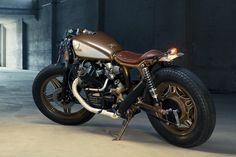 Love the design, colors -- somehow feels sort of like a cross between a cafe racer and a bobber. Honda Cafe Racer By Kingston Custom Honda Cafe, Cafe Bike, Cafe Racer Bikes, Cafe Racer Motorcycle, Motorcycle Design, Cx500 Cafe Racer, Moto Scrambler, Motos Honda, Honda Cx500