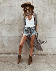 Shorts, bohemian kimono with booties, boho hat summer concert outfits, summ Outfit Chic, Boho Shorts Outfit, Casual Festival Outfit, Boho Festival Fashion, Casual Shorts, Boho Outfits, Fashion Outfits, Boho Chic Outfits Summer, Teen Fashion
