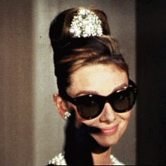 Audrey Hepburn Iconic Sunglasses - Breakfast at Tiffanys. Source by SakuraGrande Golden Age Of Hollywood, Old Hollywood Stars, Classic Hollywood, Winona Ryder, Viejo Hollywood, Holly Golightly, Divas, Katharine Hepburn, Aubrey Hepburn