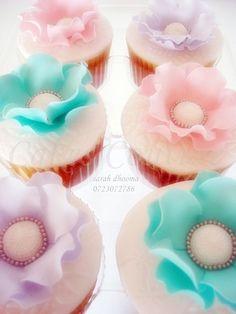 vintage bead flowers cupcakes