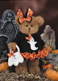 The Bearington Collection Betty Boo Bear 2013 Halloween Magic, Halloween Ghosts, Fall Halloween, Halloween Decorations, Teddy Bear Hug, Cute Teddy Bears, Bear Toy, Bear Hugs, Teddy Hermann