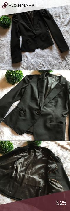 """Express Design Studio Black Blazer/Jacket Preloved and in excellent condition. Size 6, 21.5"""" long, 34"""" chest, and 17.5"""" from armpit to cuff. Features a single oversized button closure, two front mini pockets, polyester lining, and stylish leopard print piping on the inside. No flaws at all. I'm only looking to sell at this time so sorry but no trades. My listing price is firm. Express Jackets & Coats Blazers"""