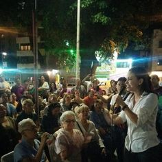 @MariaCorinaYA en Asamblea de Ciudadanos en el Paraíso - Caracas.  #ResistenciaVzla #2J   ¡VALIENTE! pic.twitter.com/JelWWHxY8x