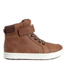 Light brown. High tops in imitation leather with a lightly padded edge, Velcro…