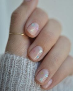 Nagellack-Trends Diese Farben tragen wir jetzt auf unseren Nägeln Of course, the most fashionable colors on the nails – and those ranging from natural nude – to the beauty trends 2018 are also part of it Us Nails, Hair And Nails, Nails 2016, Nail Polish Trends, Clear Nails, Nagel Gel, Orange Nails, Blue Nail, Trends 2018