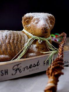 Velikonoční beránek z mrkvového těsta Stuffed Mushrooms, Food And Drink, Easter, Sweets, Baking, Christmas Ornaments, Vegetables, Holiday Decor, Stuff Mushrooms