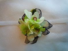 White and green orchids Wedding Corsages, Green Orchid, Orchids, Succulents, Crafting, Plants, Ideas, Design, Craft