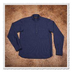 Das 1923 Buccaneer Shirt basiert auf einem europäischem Herrenhemd der frühen 20er Jahre. Die typische halb geknöpfte Front und der Stehkragen kennzeichnen das Hemd als ein Kleidungsstück, welches in der Freizeit sowohl auch zu...