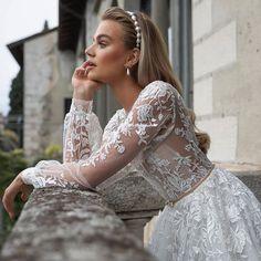 #JulieVino #vakkowedding #bridal Most Beautiful Wedding Dresses, Beautiful Bride, Casual Street Style, Beautiful Models, All About Fashion, Chic Wedding, Fashion Addict, Bridal Gowns, Bridesmaid Dresses