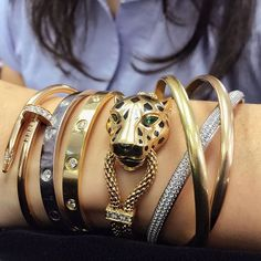 Which of these @cartier iconic bangles is your favorite ? 'Panther', 'Love', 'Trinity' or 'Juste un Clou' ? So much choice in the Online Jewellery sale. Still few hours before it closes, hurry up ! www.christies.com/onlineonly #christiesjewels #christies #jewels #cartier #bracelet #Online #InvestInStyle