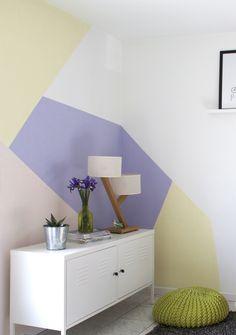 On aime les nouveaux murs pastels du salon de Morgane
