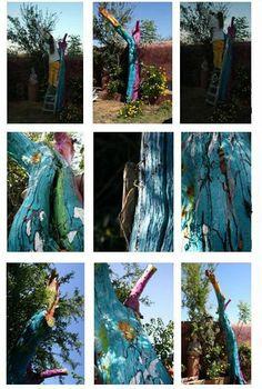 """""""Mimosa en llamas."""" 2008. Carolina Sanfer. El paso del tiempo es fundamental en esta obra, ya que a medida que se acerca la primavera el árbol es cubierto de vegetación, completándose con ella. Así mismo, el paso del tiempo influye en la degradación de los materiales naturales que son incorporados al árbol, como semillas de distintos tipos, que son destruidas por su propio proceso natural. Más info: http://carolinasanfer.blogspot.com.es/2010/05/intervencion-mimosa-en-llamas.html"""
