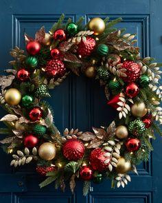 christmas wreaths Deck the Halls Foli - weihnachten Gold Christmas Decorations, Christmas Wreaths To Make, Christmas Tree Themes, Holiday Wreaths, Christmas Crafts, Christmas Ornaments, Gold Ornaments, Burlap Christmas, Primitive Christmas