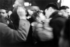 Saul Leiter, Beso en un lugar abarrotado, '40