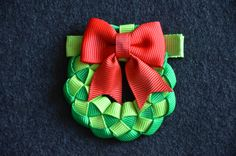 Girl christmas hair clip - christmas wreath hair clip for girls - toddler hair clip - infant hair clip - holiday hair clip. Ribbon Art, Ribbon Crafts, Diy Ribbon, Ribbon Bows, Grosgrain Ribbon, Hair Ribbons, Diy Hair Bows, Diy Bow, Christmas Hair Bows