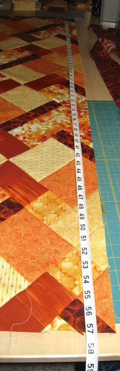 Here's a great technique for making perfect quilt borders and ensuring your quilt comes out square. Quilt Border, Quilting Tips, Middle, Quilts, Rugs, Sewing, How To Make, Farmhouse Rugs, Comforters