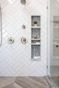Modern Farmhouse Shower Niche Modern Farmhouse Style Shower Design with White Double Herringbone Tile, Frameless Glass Shower Sur Bad Inspiration, Bathroom Inspiration, Master Bathroom Shower, Master Bathrooms, Bathroom Tile Showers, Tile Shower Niche, Shower Floor Tile, Dyi Bathroom, Shower Alcove