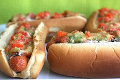 Manchengo and Garlic Hot Dogs. Hot Dogs with Manchego Cheese Roasted Garlic and Roasted Red Pepper Relish - slightly more sophisticated than your average dog. Hot Dog Recipes, Beef Recipes, Garlic Recipes, Hamburgers, Gourmet Hot Dogs, Tapas, Burger Dogs, Chili Dogs, Breakfast