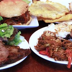 With a hunger for arepas and the desire to learn more, we surveyed the abuelitas at a handful of Portland Venezuelan spots for this beginner's guide to seven essential Venezuelan classics. South American Dishes, Latin American Food, Latin Food, Venezuelan Food, Venezuelan Recipes, Asian Recipes, Healthy Recipes, Healthy Food, Healthy Eating