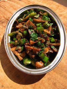 Dusené šampiňóny so zelerom Kung Pao Chicken, Indie, Stuffed Mushrooms, Vegetarian, Dishes, Button, Ethnic Recipes, Food, Plate