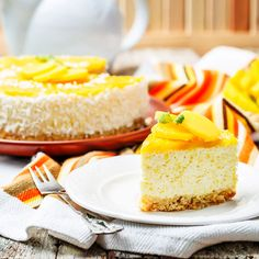This Quick & Easy No-Bake Mango Cheesecake Is The Perfect Sweet For Hot Summer Months (Recipe Video Inside) Graham Cracker Cheesecake Recipe, Easy No Bake Cheesecake, Low Carb Cheesecake Recipe, Mango Cheesecake, Classic Cheesecake, Easy Desserts, Delicious Desserts, Dessert Recipes, Mango Recipes