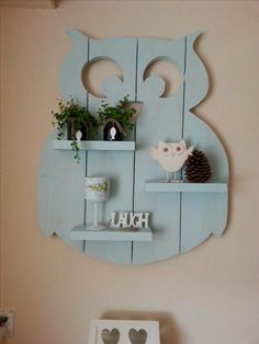 Homemade owl made of scaffolding wood (approx. - Baby decoration - Self-made owl made of scaffolding wood (approx. 94 cm high) DIY wood … # homemade The - Owl Crafts, Diy And Crafts, Diy Wooden Crafts, Scaffolding Wood, Decoration Palette, Wooden Owl, Pallet Crafts, Pallet Ideas, Diy Holz