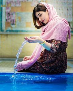 Beautiful Muslim Girl With Dupatta Poolside Wallpaper Iranian Beauty, Muslim Beauty, Iran Girls, Persian Beauties, Persian Girls, Iranian Women Fashion, Pakistani Girl, Punjabi Girls, Punjabi Couple