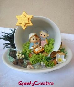 Nativity Scene in tea cup and saucer! Page in spanish, no instructions but looks fairly simple. Nativity Crafts, Christmas Projects, Holiday Crafts, Nativity Sets, Christmas Nativity Scene, Noel Christmas, Christmas Ornaments, Cup And Saucer Crafts, Teacup Crafts