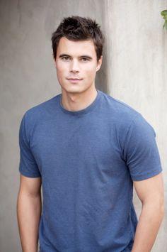 Ryan Sypek - aka Junior Davis on Wildfire.  So good looking