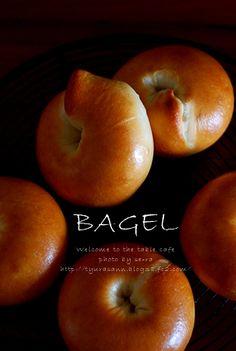 豆乳ハニーベーグル。(レシピ) - Welcome to the table cafe Blog Entry, Welcome, Bread Recipes, Peach, Apple, Homemade, Fruit, Cooking, Bagel Bagel