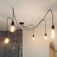 La pieuvre! #octopus #pieuvre #luminaire #suspension #pendant #surmesure #lighting #moderne #diy #customlighting #homedeco #interiordesign #bathroomlighting #bathroom #decor #lightingdecor #modern #lampe #lamp #pendantlight #mtl #rivesud