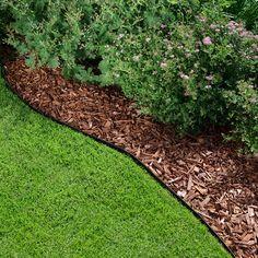 Maahan upotettava, mattamustaksi maalattu metallinen Rajausreuna tekee pihasta hetkessä siistinnäköisen ja helppohoitoisen.