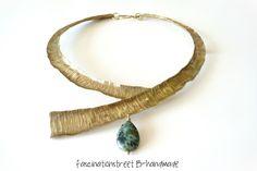Fascinationstreet B-handmade: Girocollo in ottone forgiato, anticato e lucidato a mano e turchese africano.