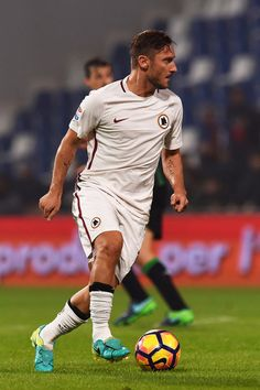 Francesco Totti of Roma in action during the Serie A match between US Sassuolo and AS Roma at Mapei Stadium - Citta' del Tricolore on October 26, 2016 in Reggio nell'Emilia, Italy.