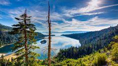 Скачать обои вид сверху, горы, деревья, озеро, Lake Tahoe, лес, облака, Тахо, солнце, небо, Калифорния, камни, США, раздел пейзажи в разрешении 1920x1080