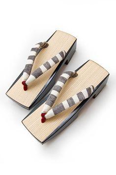 kawaii kimono: Geta Japanese Socks, Japanese Kimono, Japanese Fashion, Bobo Shoes, Mode Kimono, Yukata Kimono, Wooden Clogs, Designer Sandals, Pretty Shoes