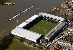 Crave Cottage - Fullham FC Retro Football, Soccer, British, Cottage, London, Sports, Arquitetura, Hs Sports, Futbol