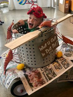 What you got in dat pot? Crawfish Pot, Wagon Floats, Mom And Baby Costumes, Mardi Gras Float, Kids Wagon, Mardi Gras Parade, School Projects, Fun Ideas, Halloween Costumes
